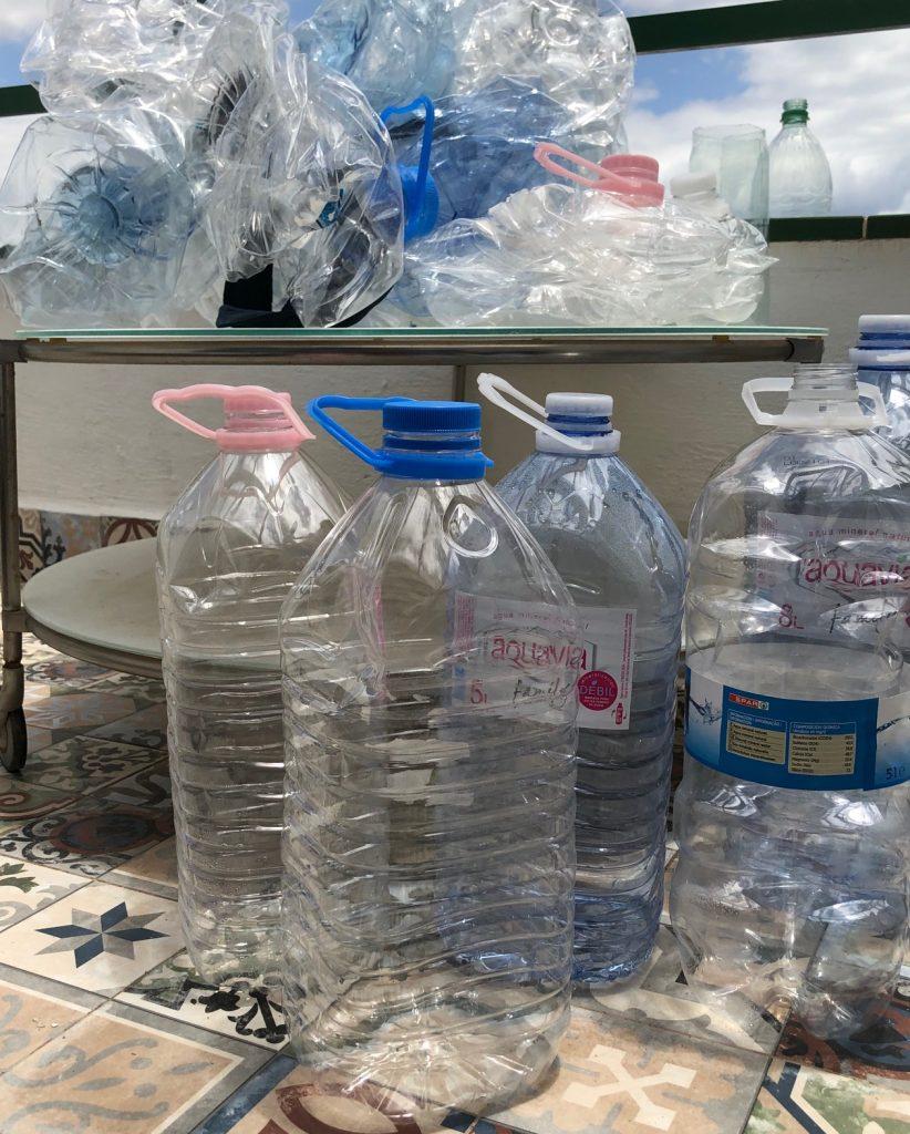 30 Trinkwassercontainer á 5-8 l